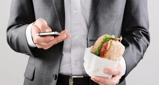 Sterke groei buitenshuis eten door Millennial