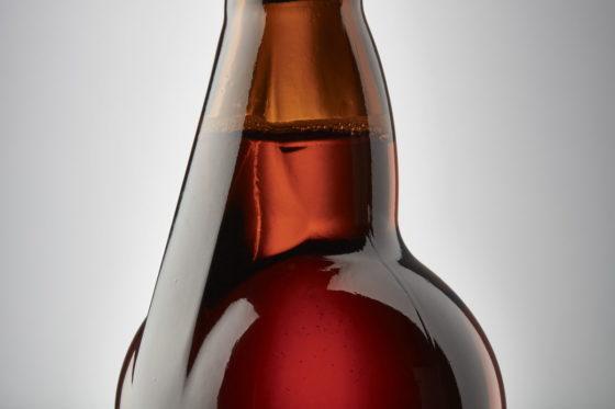 O-I komt met asymmetrische hals voor bierfles