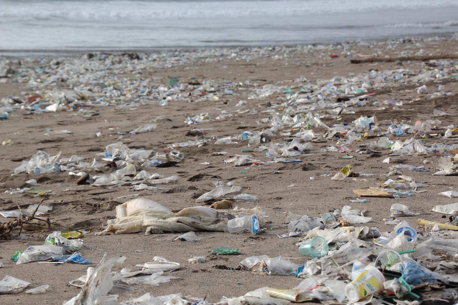 Plastic afval strand