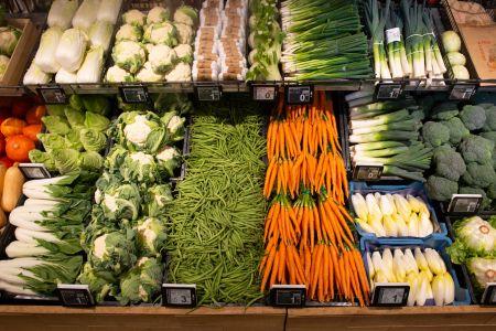 AH gebruikt dry misting om plastic op groente- en fruitafdeling terug te dringen