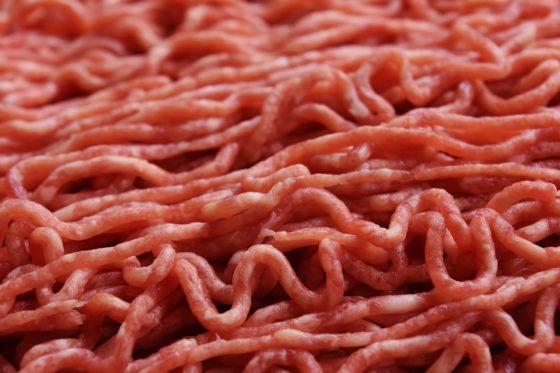 NVWA treft verboden sulfiet aan in gehakt