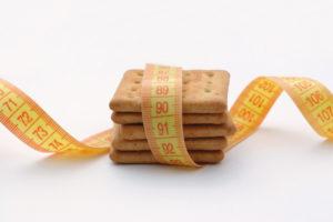 'Pas koek- en snoepverpakking huismerk aan'