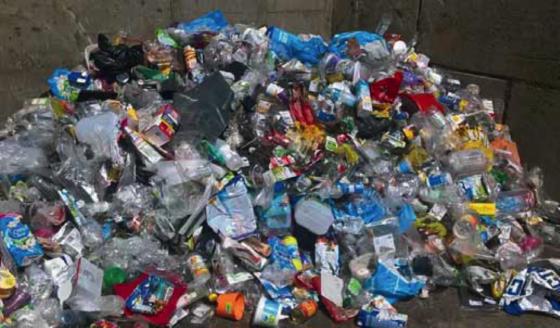 Plastic recycling stuit op obstakels