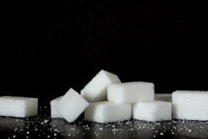 EFSA stelt wetenschappelijk advies over maximale suikerinname uit